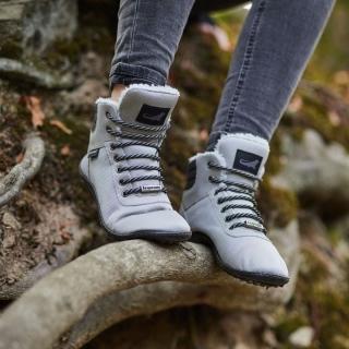 Nouveau coloris ! Les chaussures pieds-nus leguano kosmo existent dorénavant en gris, du 36 au 41 ! Avec toujours la même semelle ultra-souple, large pour les orteils et qui suit les mouvements de pieds, fabriqué en Allemagne, comme tous les modèles leguano !⠀ ⠀ #chaussures #chaussuresPiedsNus #BienEtre #confort #Pieds #santé #posture #chaussuresminimalistes #instashoes #instafashion #barefoot #minimalistes #leguano #PiedsNus #chaussuresminimalistes #chaussuressouples #chaussuresconfort #chaussuresphysiologiques #souplesse #orteils #halluxvalgus #commePiedsNus #PiedsSensibles #kinésithérapie #naturopathie #ostéopathie #dropnul #zerodrop #madeingermany
