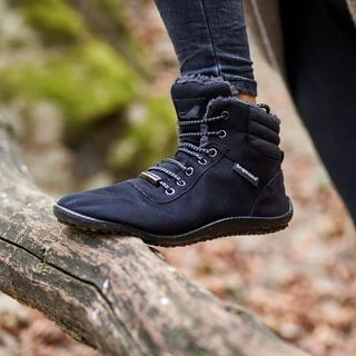 Se sentir comme #piedsNus tout en ayant la sensation réconfortante d'avoir les pieds dans un cocon douillet ! Ressentir par les pieds, tout en les ayant au chaud ! Défi relevé par le modèle#kosmo de #leguano. 👣 #pieds #halluxvalgus #chaussuresconfort #chaussuresphysiologiques #chaussuressouples #barefootfrance #chaussuresbarefoot #minimalistes #chaussuresminimalistes