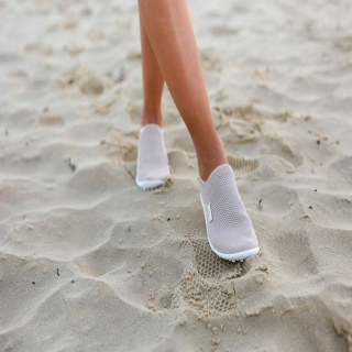 Le modèle scio est une réussite que nous sommes heureux de proposer en France. Le modèle en coloris rose est tissé d'un fil argent qui lui donne une touche très féminine.⠀ #chaussures #chaussuresPiedsNus #BienEtre #confort #Pieds #santé #posture #chaussuresminimalistes #instashoes #instafashion #barefoot #minimalistes #leguano #PiedsNus #chaussuresminimalistes #chaussuressouples #chaussuresconfort #chaussuresphysiologiques #souplesse #orteils #halluxvalgus #PiedsSensibles #kinésithérapie #naturopathie #ostéopathie #dropnul #zerodrop #madeingermany #barefooting #loveyourfeet