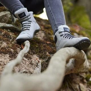 L'automne s'installe. Pour autant, nos #pieds peuvent être respectés et à l'aise !⠀ ⠀ #minimalistes #bienetre #confortdespieds #podologie #chaussuresfourrées #chaussuresminimalistes #chaussuresminimalisteshiver #chaussuresconfort #automne #leguano #kosmo