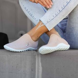 Les #chaussurespiedsnus #leguano respectent vos #pieds ! Elles sont souples, offrent de la place aux orteils, sans talon, suivent les mouvements de vos pieds. Parce que l'être humain vient au monde pieds nus, et marche pieds nus depuis deux millions d'années !  #chaussures #chaussuresphysiologiques #halluxvalgus #barefootshoes #barefoot #marcherpiedsnus #bienetre #santeaunaturel #santé #chaussuresbienetre #instashoes