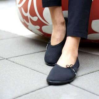 Les lady loop sont des chaussures souples offrant de la place pour les orteils et conçues pour suivre les mouvements de vos #pieds. Prolongez l'été en vous sentant comme #piedsNus tout en étant habillée, féminine et respectueuse de vos #pieds. 👣👣👣 Fabriqué en Allemagne #chaussuressouples #chaussuresphysiologiques #chaussuresconfortfemme #chaussuresminimalistes #chaussuresfemme #minimalistshoes #barefootshoes #instashoes #chaussuresfemme #halluxvalgus
